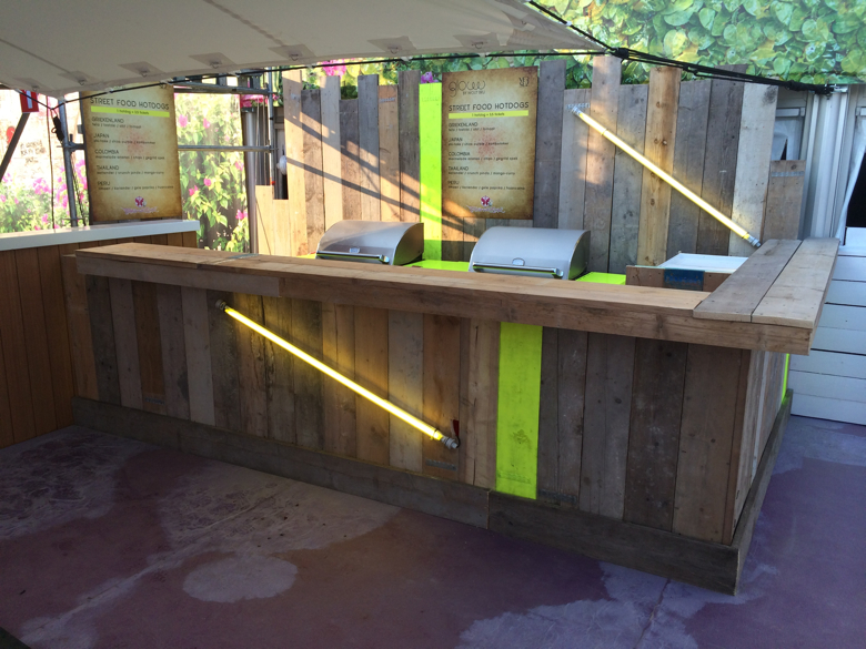 Streetfood stand GLOW by Wout Bru - Tomorrowland Boom